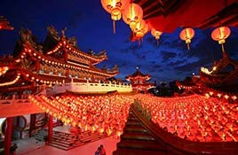 پل شیشه ای در چین، رکوردهای گردشگری را می زند