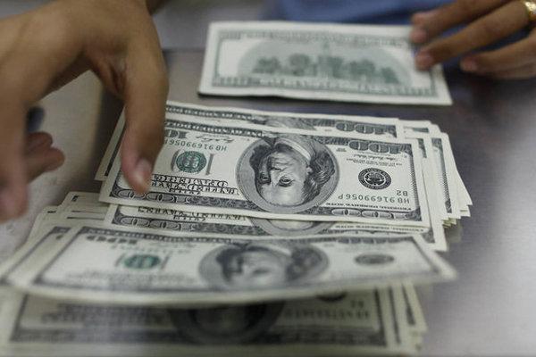 فروش ارز مسافرتی متوقف میشود/فروش دلار در بانکها به نرخ آزاد